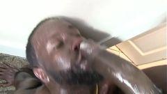 Negros pirocudos, foda forte e gozada na cara