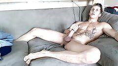 Loirinho sarado masturbando