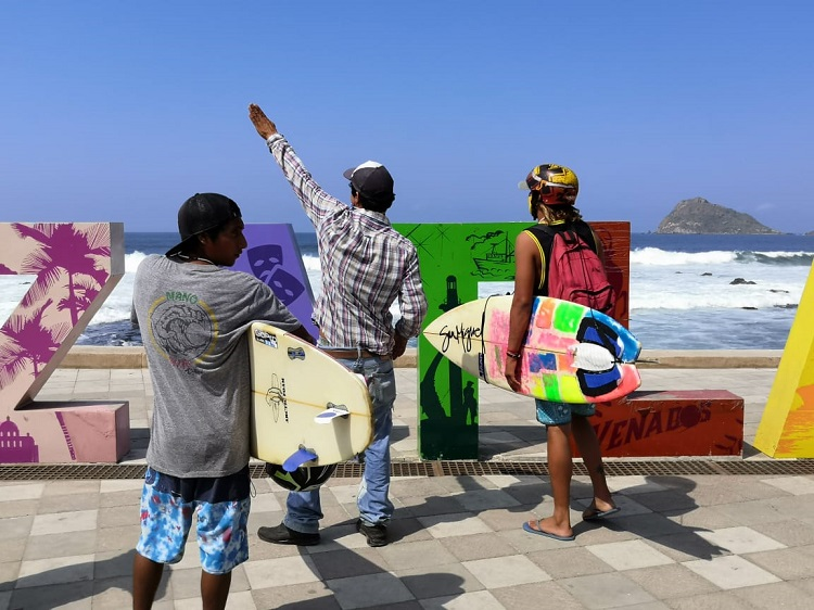 manifestación de surfistas