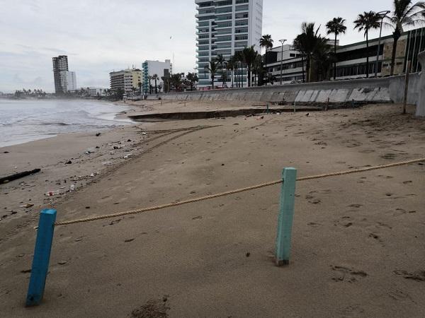 Acordonan playas de Mazatlán