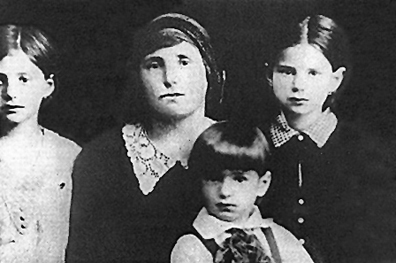 Elie Wiesel with his mother and sisters