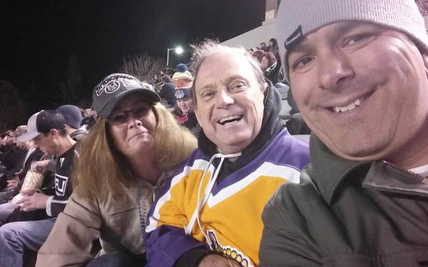 paul-beckworth-and-a-couple-from-san-diego-at-celebrity-game-jan-6-2017