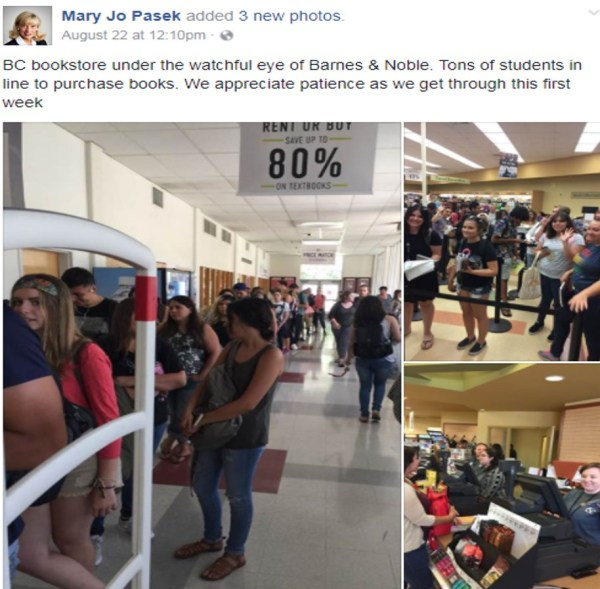 Bookstore Lines Aug 22 2017 Mary Jo Pasek Facebook