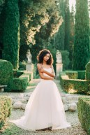 Spring Tuscany bridal session in Fiesole Villa.  Inspiration for green Tuscany green weddings.