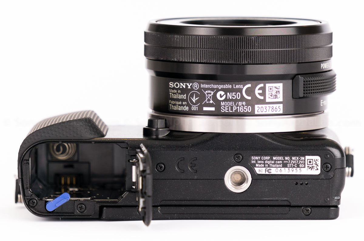 Sony Nex-3n - Bottom