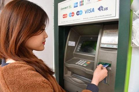 Đổi mã PIN thẻ ngân hàng tại cây ATM