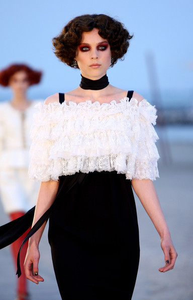 Chanel+Cruise+2010+Fashion+Show+-fAsy7AGLsjl
