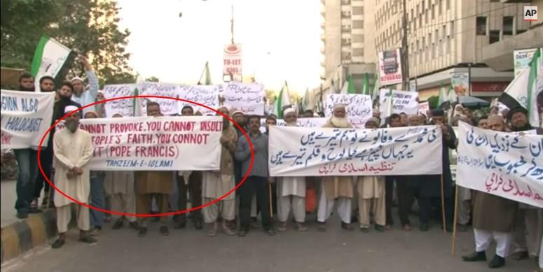 pakistan protest islam muslims-pope