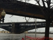 December 2015 Mississippi River flood reaches metal arch of Eads Bridge