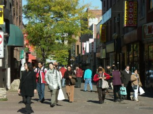 Rue de la Gauchetière, pedestrian section, Montreal. By Gene Arboit October 2005 Creative Commons SSA 3.0 via Wikimedia.