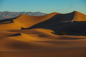 Death Valley, California. Photo by Murray Foubister. PD - CC/SSA, Wikimedia.