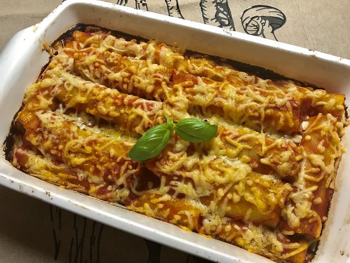 Cannelloni met tomatensaus, gehakt en groenten