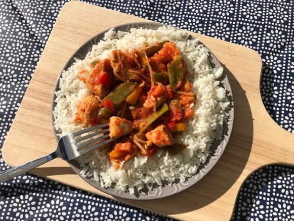 zoetzure kip met paprika, taugé en peultjes