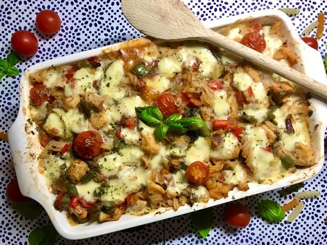 Pasta ovenschotel met kip, mozzarella en tomaten