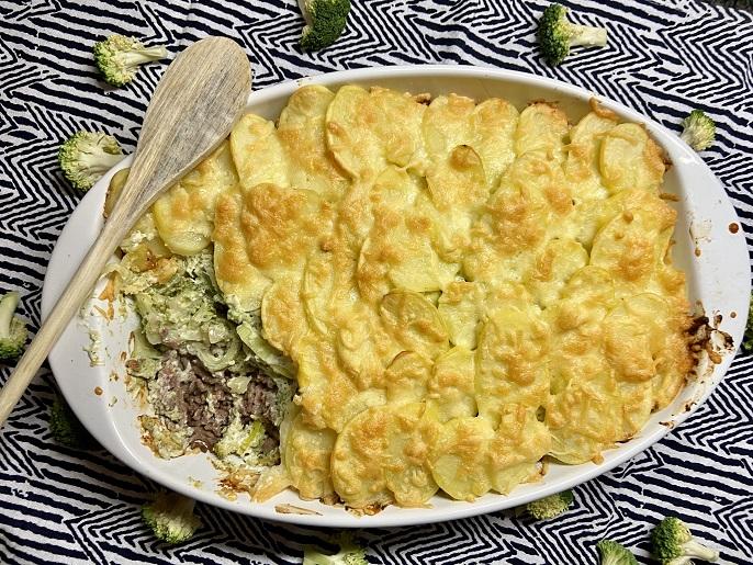 Broccoli ovenschotel met prei, gehakt en spekjes