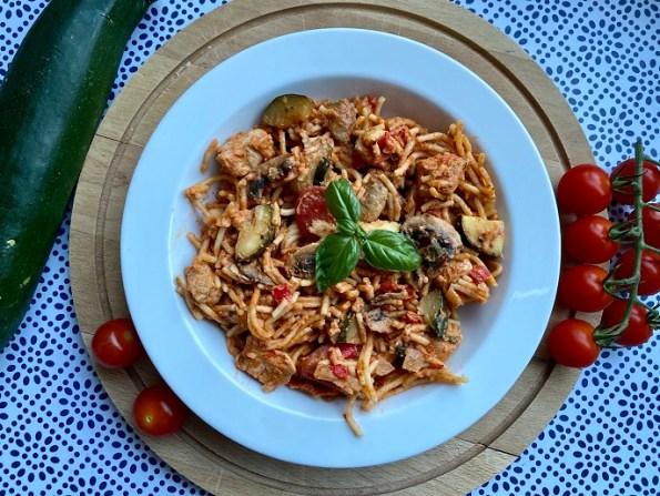 Spaghetti met kip in tomatenroomsaus