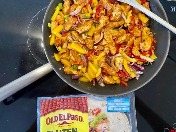 Burritos met kip, paprika en lente-uitjes