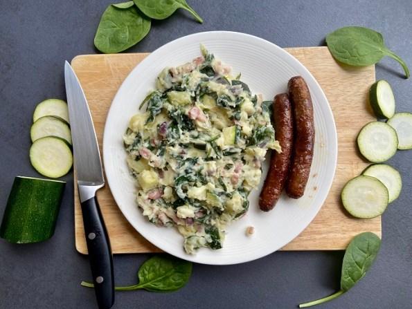 Courgette-spinaziestamppot met chipolataworstjes