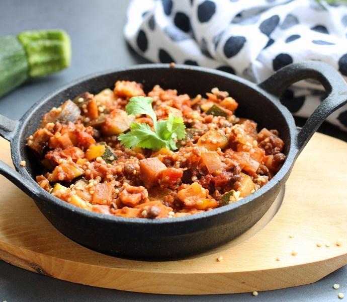 Linzenschotel met courgette, aubergine en quinoa