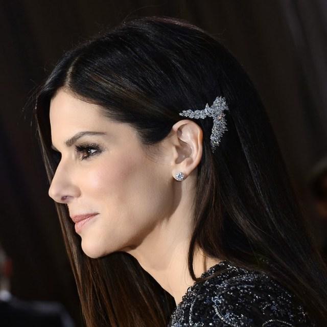 Sandra-Bullock-2013-Oscars-Jewelry