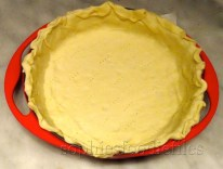 Placing pastry on top of baking paper, in bottom & sides!