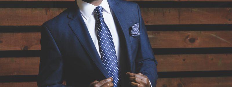 Business man et cravate costume