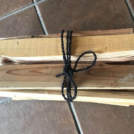 薪/宇目産 針葉樹(杉などの燃えやすい木、付け火用)680円