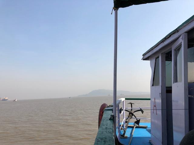 船で世界遺産エレファンタ島へ