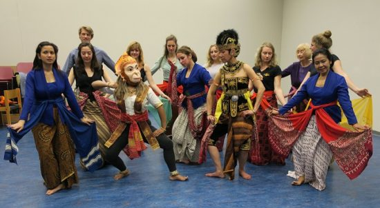 A hint of Indonesia among Dutch students: Javanese dancing and the Sora Sirulo