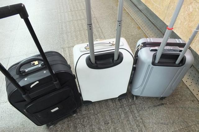 LCCの受託手荷物は一人何個までOK? 同行者の荷物とまとめて預けられる?