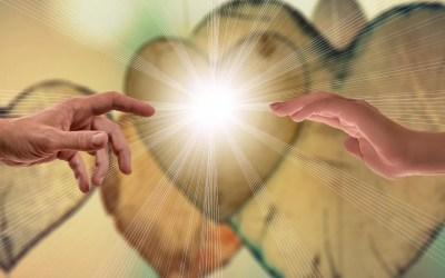 Desapegue-se: Nascemos de mãos fechadas, mas morremos de mãos abertas