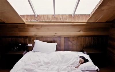 Insônia: 5 hábitos que destroem a qualidade do seu sono e que você precisa evitá-los