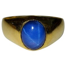 Blue sapphire cabochon in a gold ring