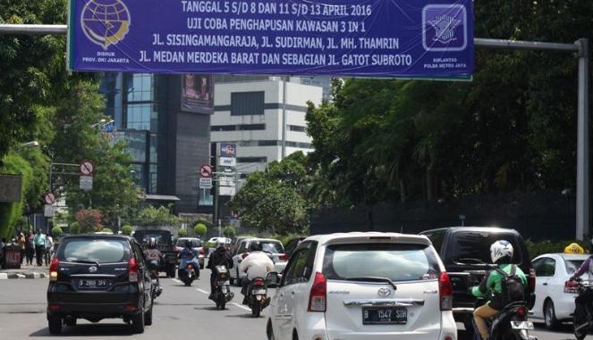 3 in 1 Dihapus Warga Jakarta Asyik asyik Aja