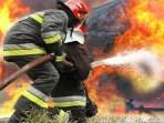 Api Membakar Gudang di Poins Square