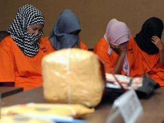 Modus Penyelundupan Sabu di Balik Jilbab dan Celana Dalam