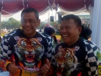 Dankodiklat TNI AD Letjen TNI Agus Kriswanto (kiri), Pangdam III/Siliwangi (kanan). Setibanya digaris finish trail adventure HUT Kodam III/Siliwangi di Lap. Kartika Pusdikif Cipatat, (7/5).