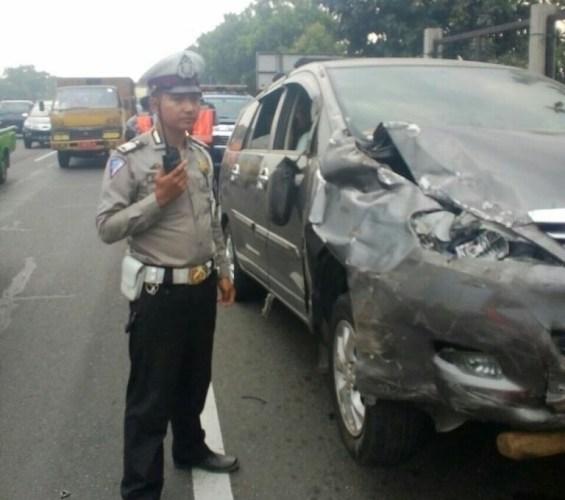 Mobil Toyota Innova yang terlibat lakalantas di ruas jalan tol purbaleunyi KM 138+750