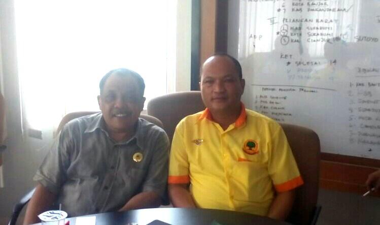 Yayat Wowor saat memberikan sikapnya atas Hengky Kurniawan di Pulbup KBB