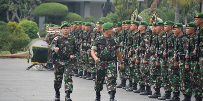 Kasdam Siliwangi lepas Pasukan perbatasan RI - PNG