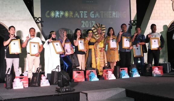 Malam penghargaan yang digelar oleh el Royale Hotel Jakarta bertajuk Corporate Party 2017 One Night in Sahara, dan pada kesempatan tersebut memberikan award kepada 10 relasi terbaiknya, Rabu (13/12/2017).