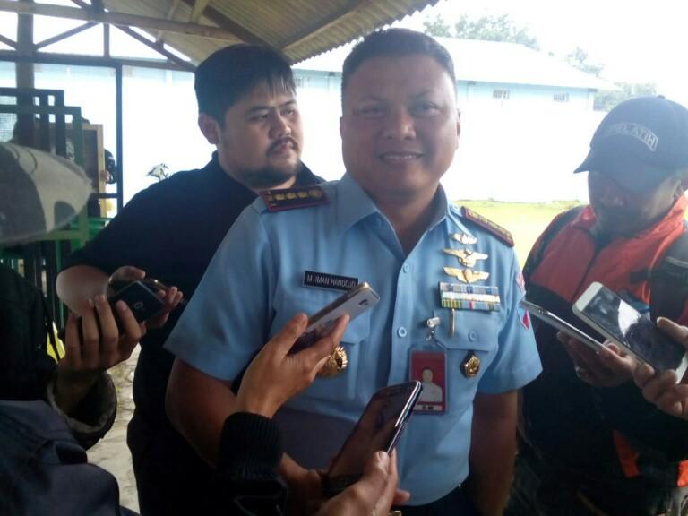 Jurnalis Bela Negara saat sesi wawancara dengan Danlanud Husein Sastranegara Kolonel (Pnb) Iman Handojo