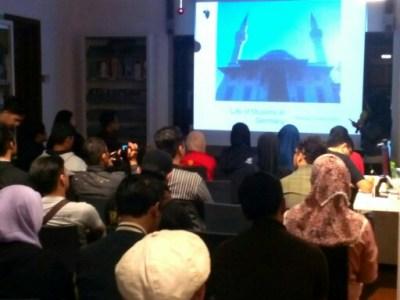 "Sharing Session dan Diskusi bertajuk ""Life of Muslims in Germany"" yang dilaksanakan di Goethe-Institut, Jl. LLRE Martadinata 48 Kota Bandung, Kamis (14/12/2017)"