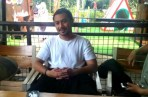 Giring Ganesha saat jalan-jalan bersama keluarganya dan bertemu dan berbincang dengan wartawan di Dusun Bambu, Kab. Bandung Barat, Senin (8/1/2018).
