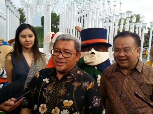 Gubernur Jawa Barat, Ahmad Heryawan, saat wawancaranya dengan wartawan seusai meresmikan wahana wisata selfie Rabbit Town di Jalan Rancabentang No. 30-32, Ciumbuleuit, Kota Bandung, Jumat (23/2/2018).