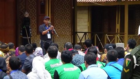 Kepala Dinas Lingkungan Hidup Provinsi Jawa Barat, Anang Sudarna, saat memberikan sambutannya di gelaran Citarum Harum, Situ Cisanti, kabupaten Bandung. Gelaran tersebut dihadiri oleh Presiden RI Joko Widodo. (22/2/2018).