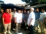 Mugi Sujana saat mendampingi calon wakil walikota Bandung Yana Mulyana mengunjungi Pasar Palasari Kota Bandung