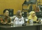 Kunjungan Netty Prasetiyani bersama sejumlah aktivis, fungsionaris parpol, dan profesional perempuan ke KPU Jabar di Jl. Garut No. 11 Bandung, Senin (5/3).