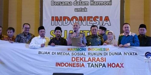 Deklarasi anti hoax yang dibacakan oleh Kapolrestabes Bandung Kombes Pol Hendro Pandowo dan Dir Intelkam Polda Jabar serta Kementerian Komunikasi dan Informatika RI dalam rangkaian acara Harmoni Indonesia untuk Indonesia Sejahtera di Balai Sartika Kota Bandung
