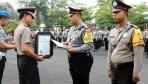 Tiga Anggota Bhabinkamtibmas Terima Penghargaan Kapolres Banjar